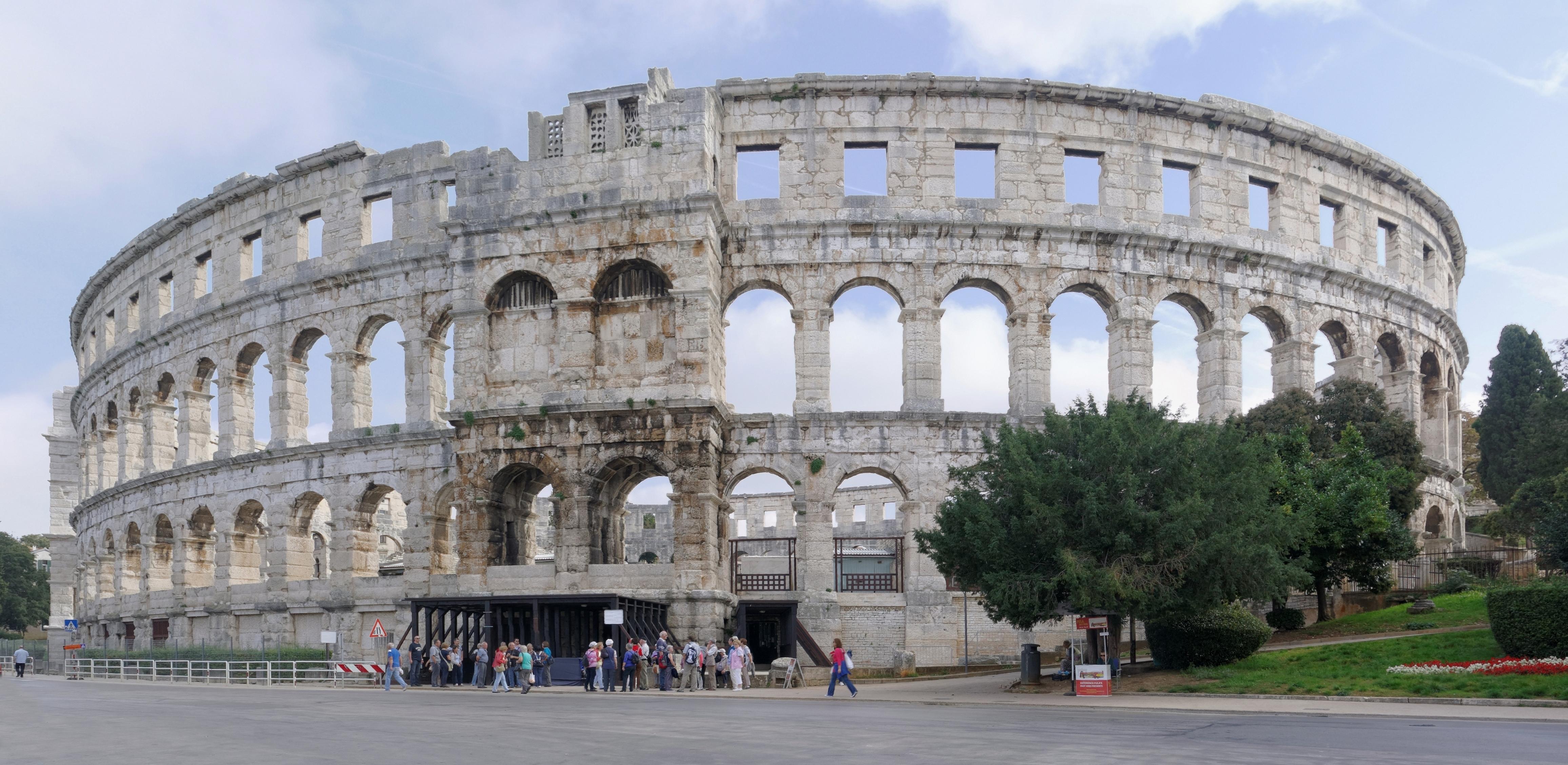 Exterior del Anfiteatro de Pula.