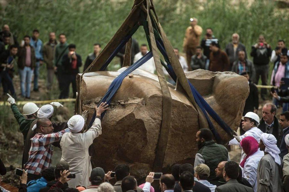 Psamético I (660-610 a.C.), una estatua colosal encontrada de 3000 años de antigüedad.