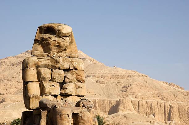 Coloso de Memnón mirando al este.