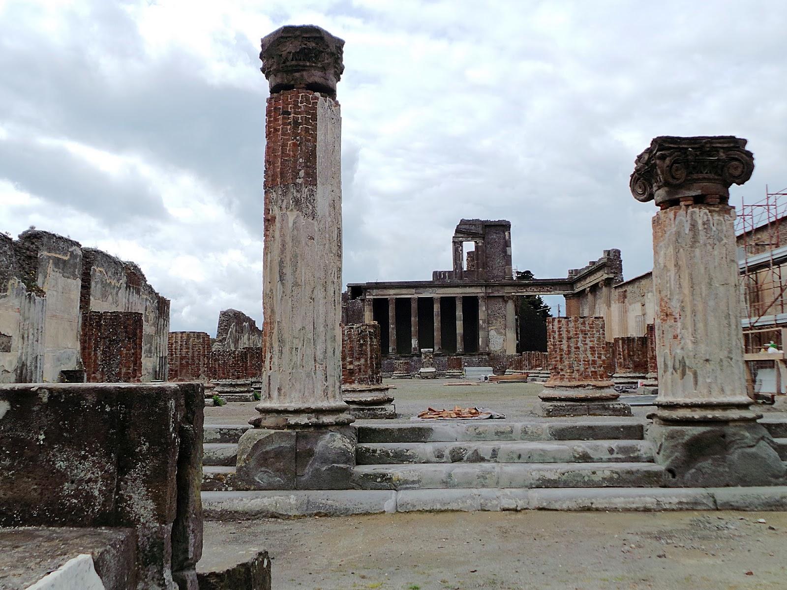 Ejemplo de basílica, basílica romana de Pompeya (Italia).