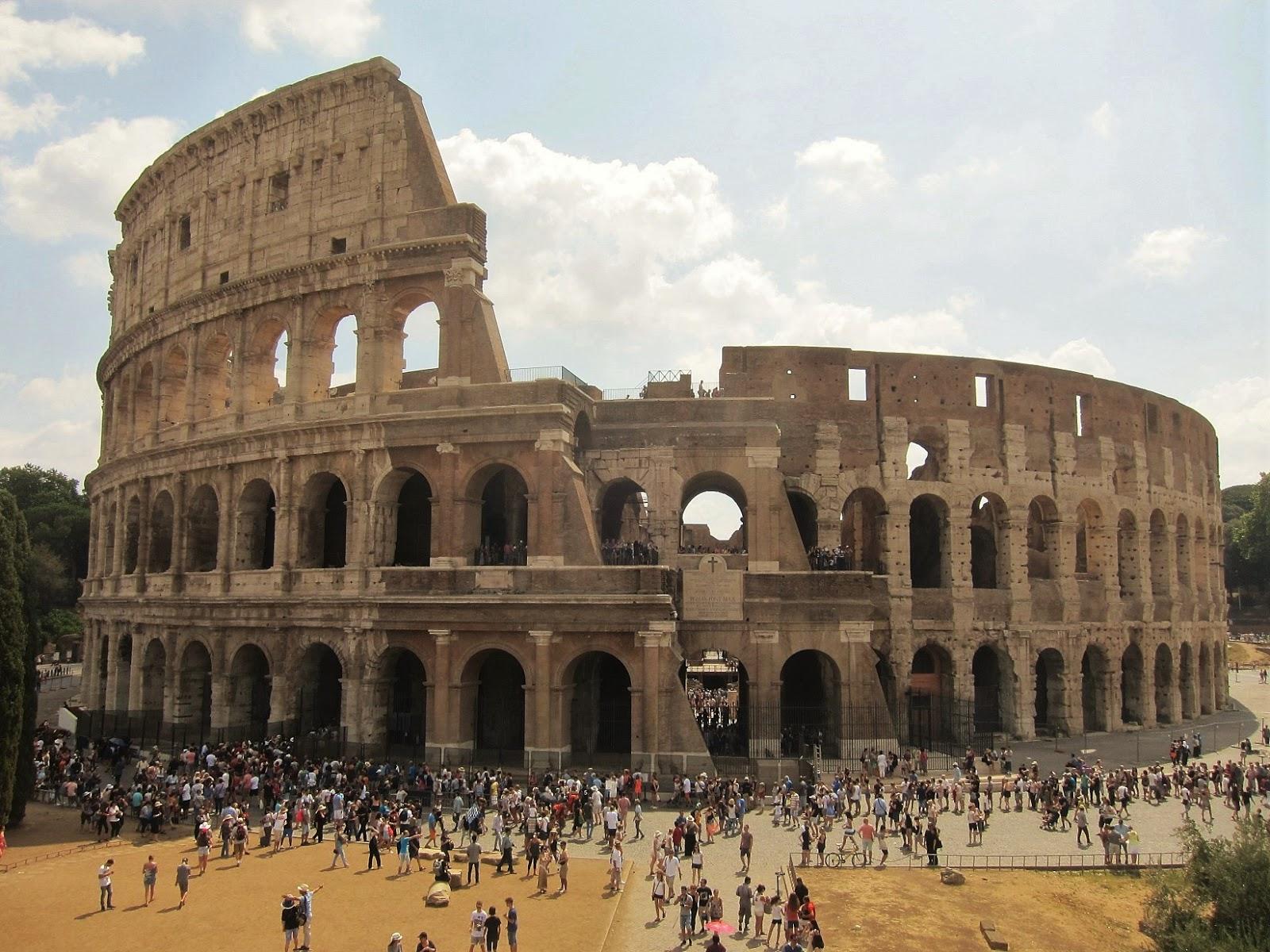 Ejemplo de teatro, el coliseo de Roma (Italia).