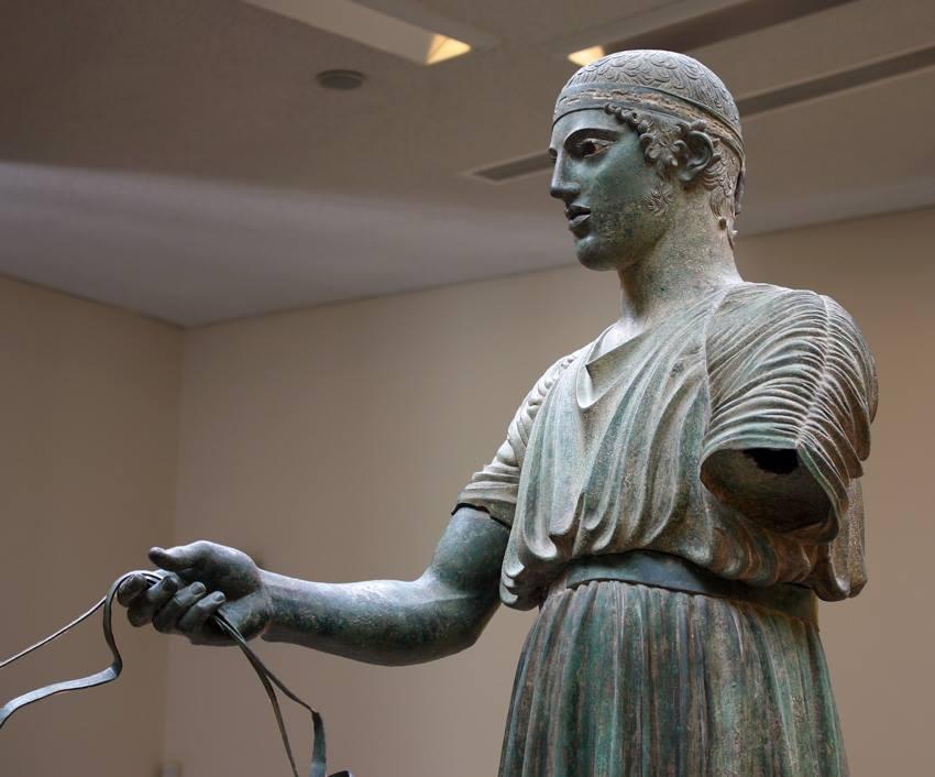 Auriga de Delfos. estilo severo, h. 474 a.C, Museo Arqueológico de Delfos.