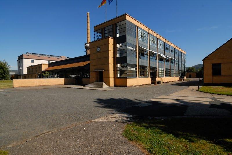 Fábrica Fagus, construida entre el 1911-1925, por los arquitectos Walter Gropius y Adolf Meyer en Alfeld an der Leine, Baja Sajonia, Alemania.