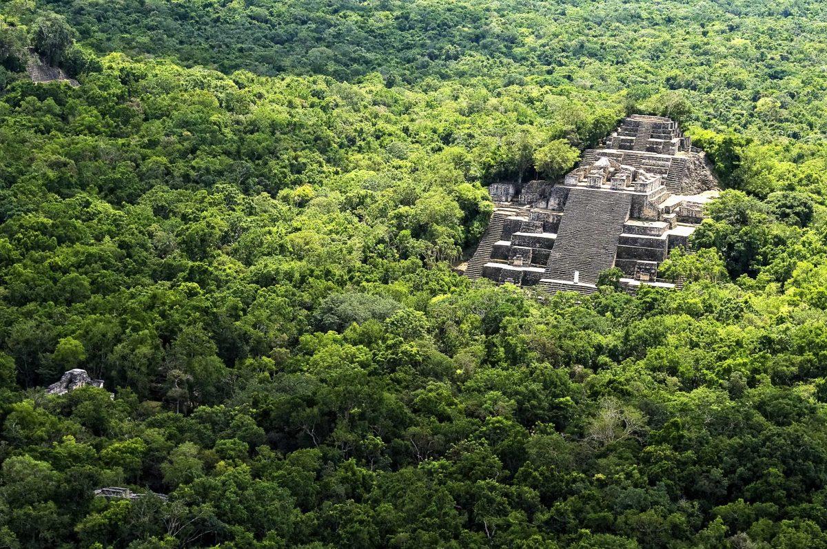 Pirámides Mayas, Estructuras I y II de Calakmul.